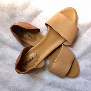 Breckelle's Faux Leather Flats